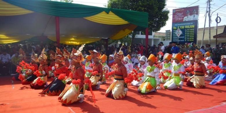 Festival Endog-Endogan di Banyuwangi untuk menyambut Maulid Nabi Muhammad SAW.