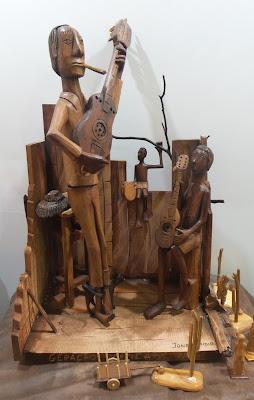 Jones Emídio; escultura em madeira;