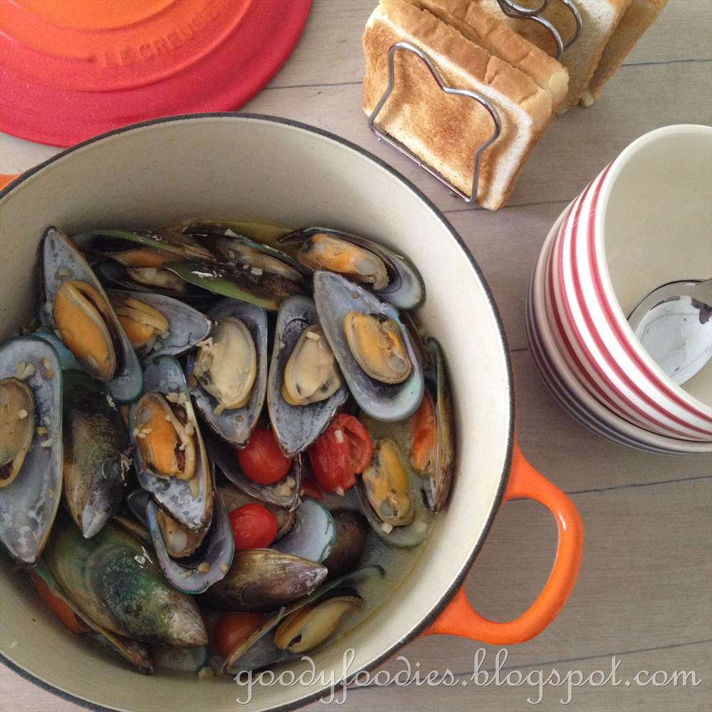 GoodyFoodies: Recipe: Steamed Mussels with White Wine