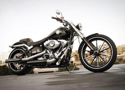Harley-Davidson Softail Breakout (2013) Front Side