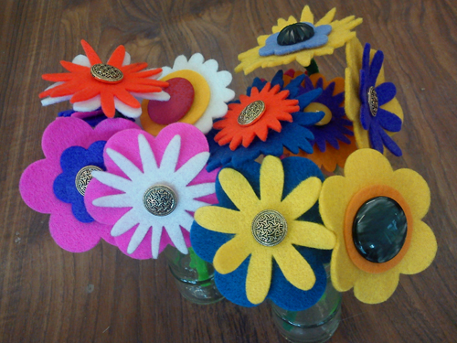 Craft and activities for all ages easy button felt for Craft activities for seniors