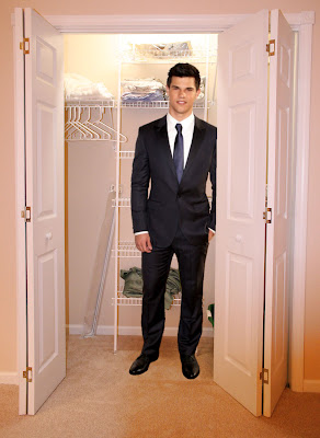 Taylor Lautner coming out of the closet
