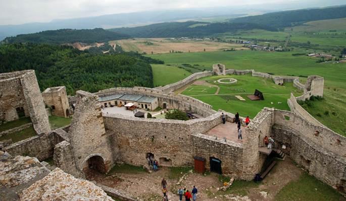 cum arata castelul spis