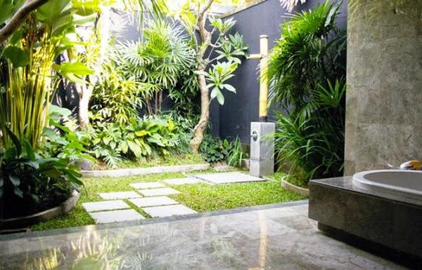 Outdoor bathroom ideas bathroom showers for Outside bathroom ideas