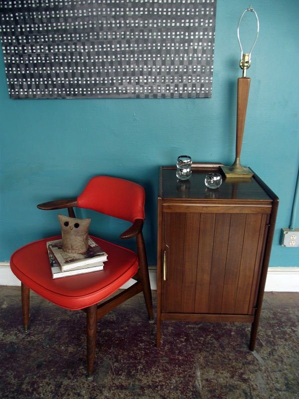 this is a beautiful simple mid century piece a wonderful dark finish this is a great size to use as a tall narrow nightstand end table side table entry