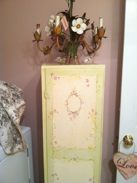 Cindy S Fractured Fairy Tale Bathroom Redo On A Budget