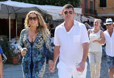 Mariah Carey holds hands with billionaire James Packer: www.checklistmag.com