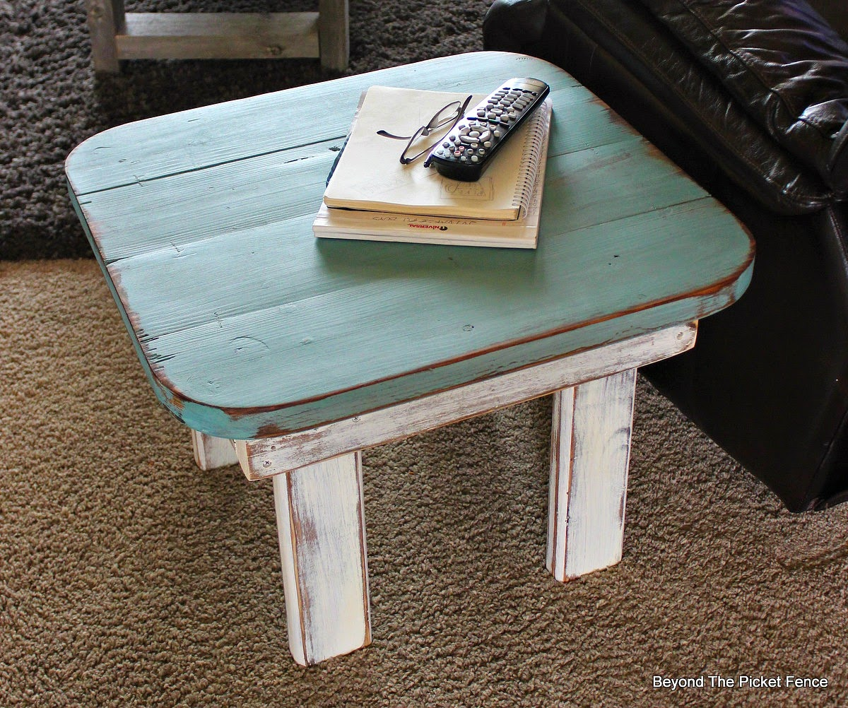 table, repurposed, paint, wood, garage sale, Beyond The Picket Fence,http://bec4-beyondthepicketfence.blogspot.com/2015/02/end-table-or-what-to-do-with-ugly-table.html