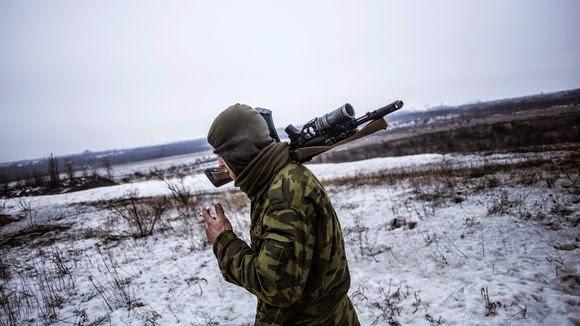 Ένας φιλορωσικός μαχητής στην ανατολική περιοχή της Ουκρανίας στο Ντόνετσκ