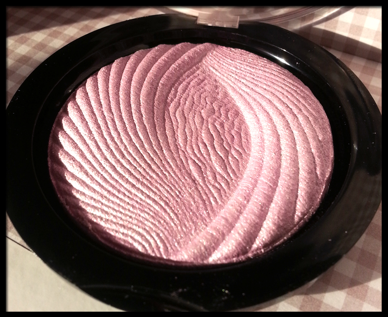 Makeup Revolution - Vivid Baked Highlighter in Pink Lights