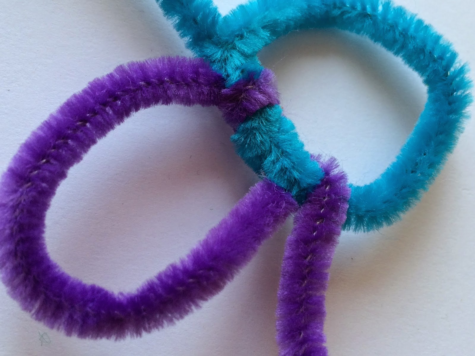 Pipe cleaners arts and crafts - Add Another Pipe Cleaner Where The First One Ended Repeat The Looping Pattern