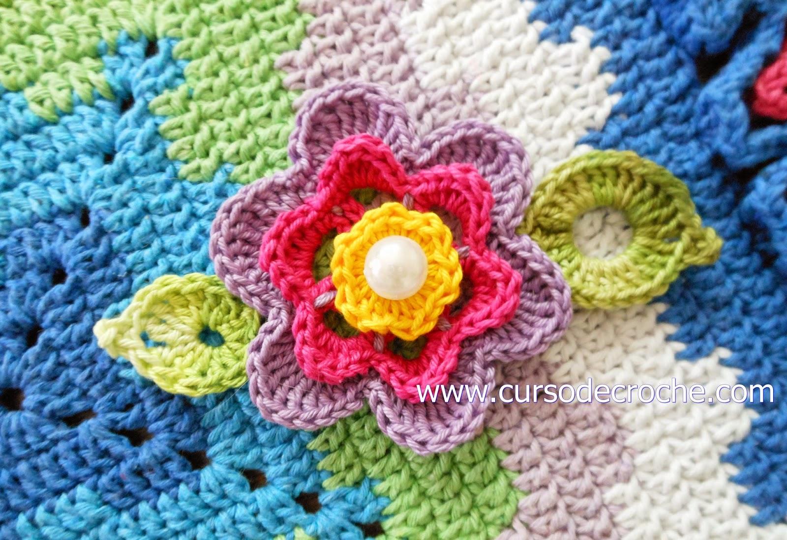Tapete em croch quadrado multicolorido edinir croch for Clases de tapetes