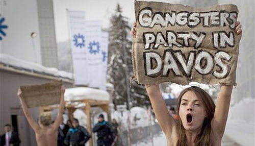 3 Wanita Telanjang Dada Demi Demontrasi