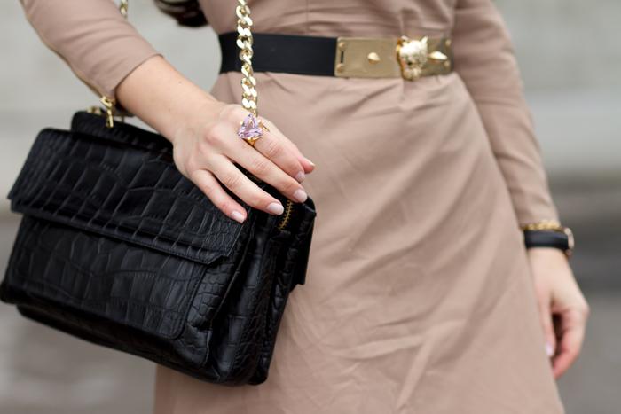 Anillo oro plata con amatista de LEONTINA ALASCIO  y bolso de piel cuero grabado cocodrilo negro con cadena de Zara Accesorios bloguera valenciana withorwithoutshoes