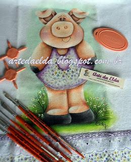 patch apliquê: porquinha de vestido e pincéis condor