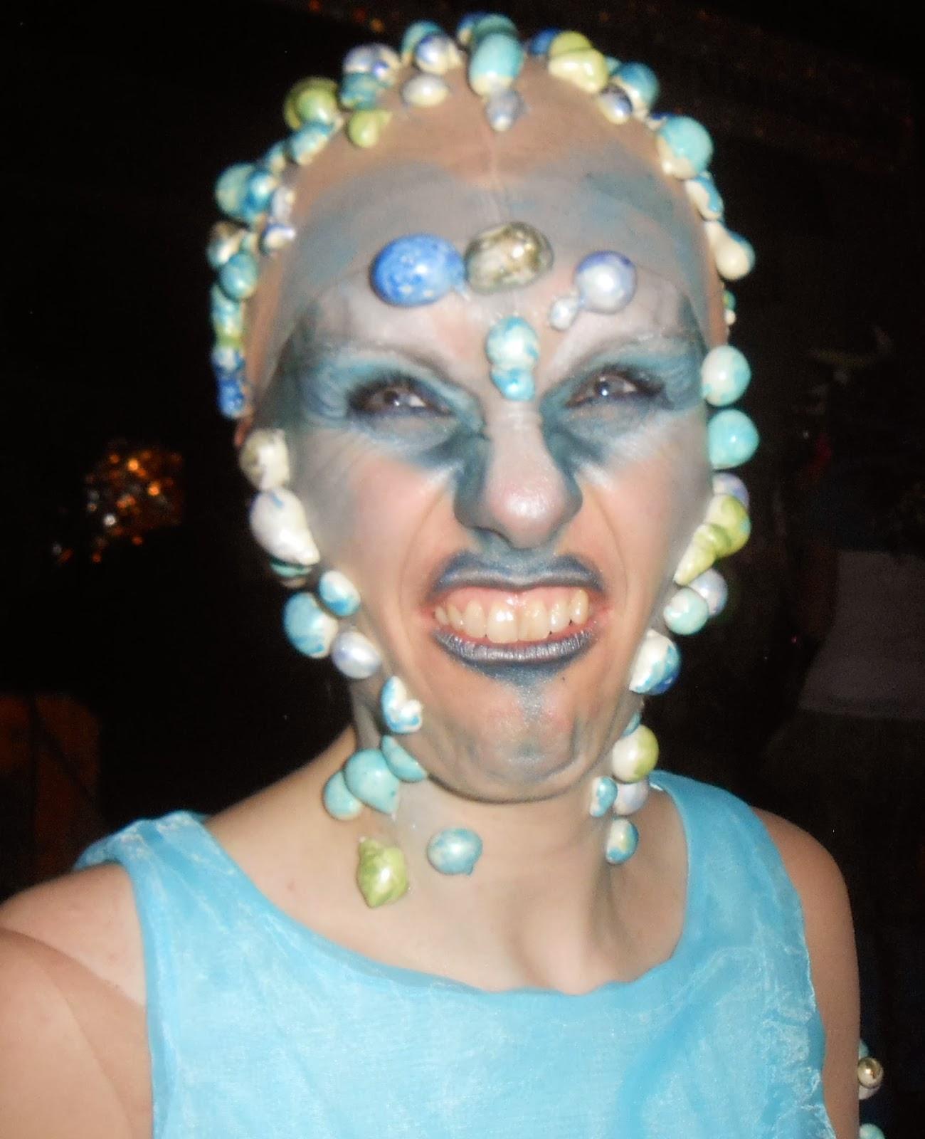 Frau Tschi Tschi Weiberfastnacht Alien Kostum