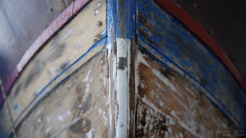 Barca in legno in riparazione