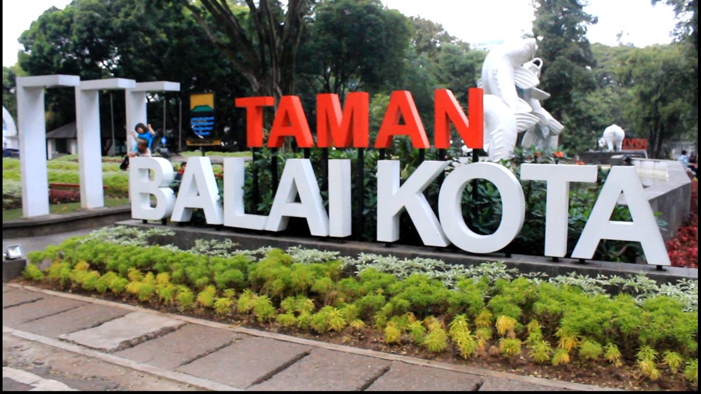 Taman Balai Kota Asik Buat Ngabuburit Jurnalistik Kawula Muda