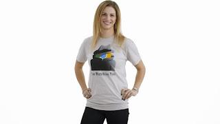 """Camisa com sátira """"Eu estou te observando"""" contra o Chrome"""