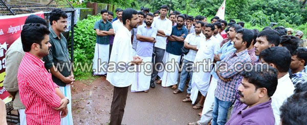 DYFI, Protest, March, Kasaragod, Plus-two, Kerala, Education Minister, AEO, corruption, DYFI march against AEO office