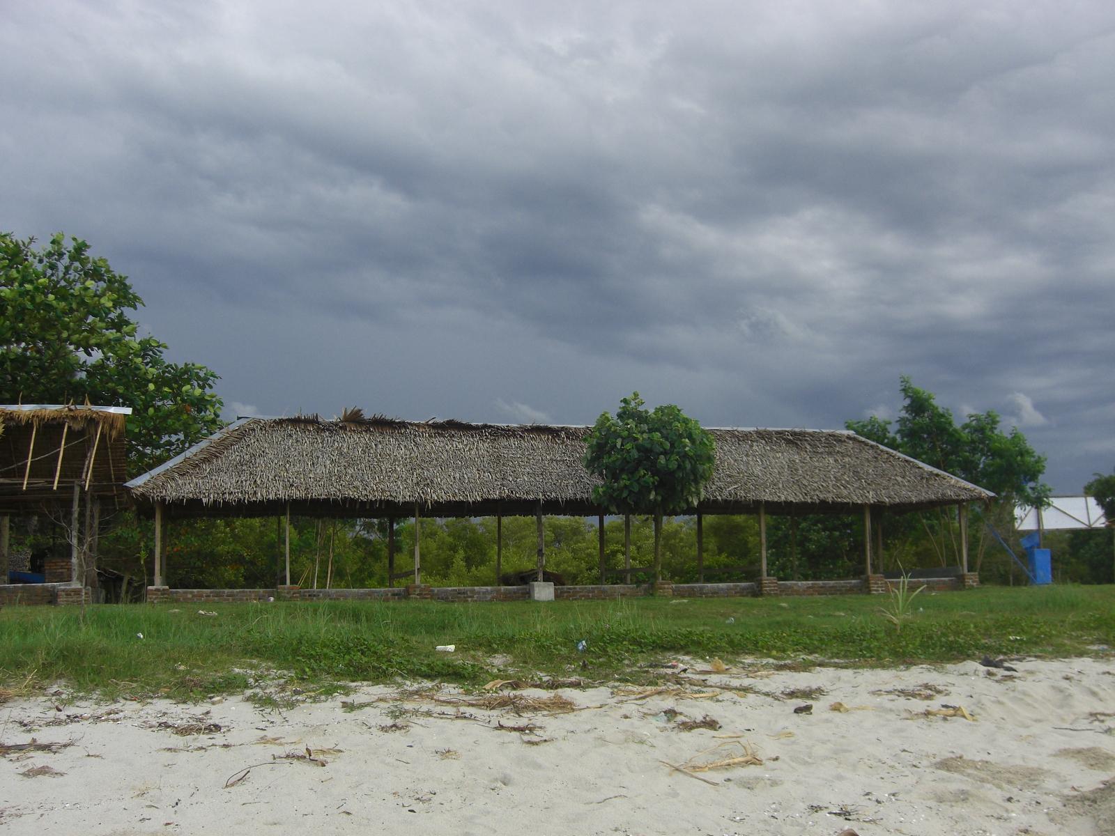 Jalan menuju Pantai Putra Deli
