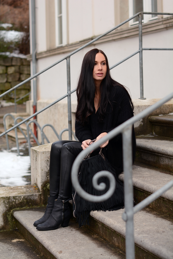 LAMOURDEJULIETTE_WINTER_LEATHER_PANTS_OUTFIT_DEUTSCHER_MODEBLOG_ACNE_BOOTS_003