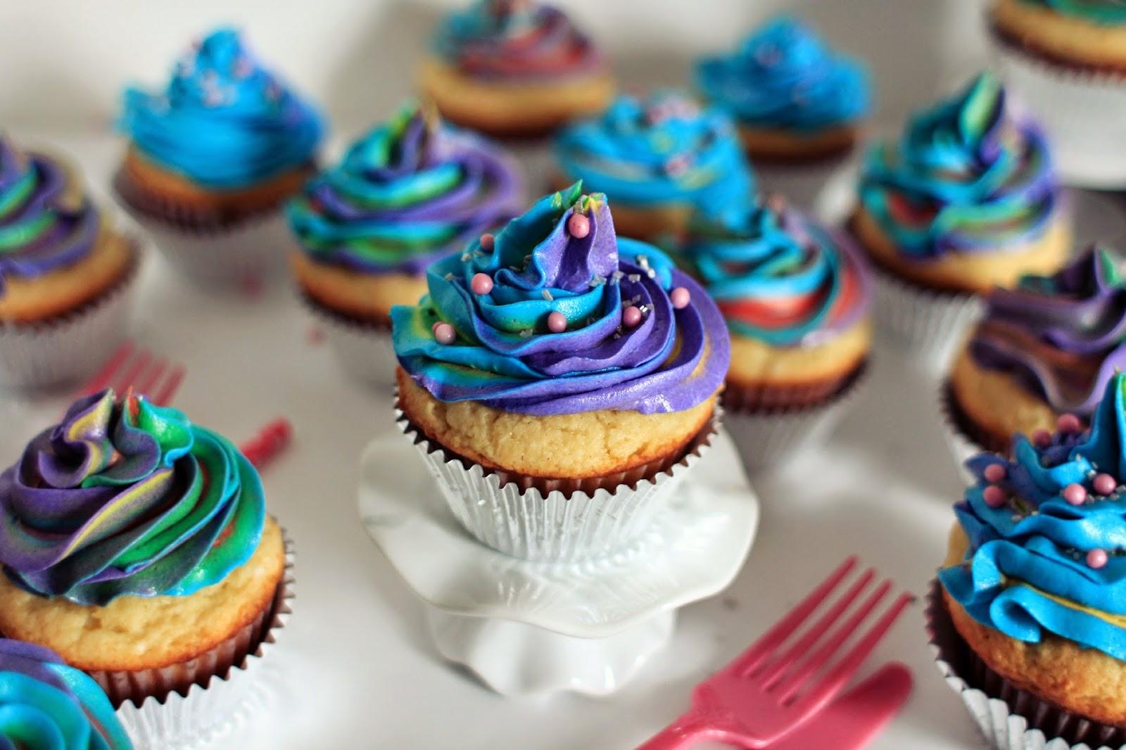 Rainbow Magic Cupcake Nail Art Set, Sparkle World Magazine # 217, 2016, Like New