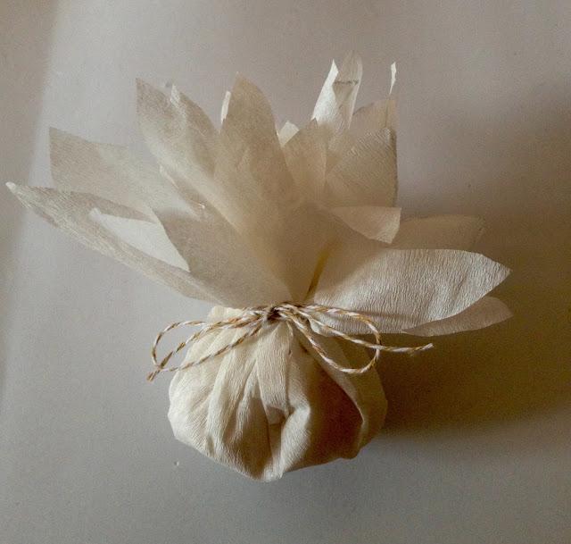 Flores o dalias para repartir el arroz de tu boda. Tutorial