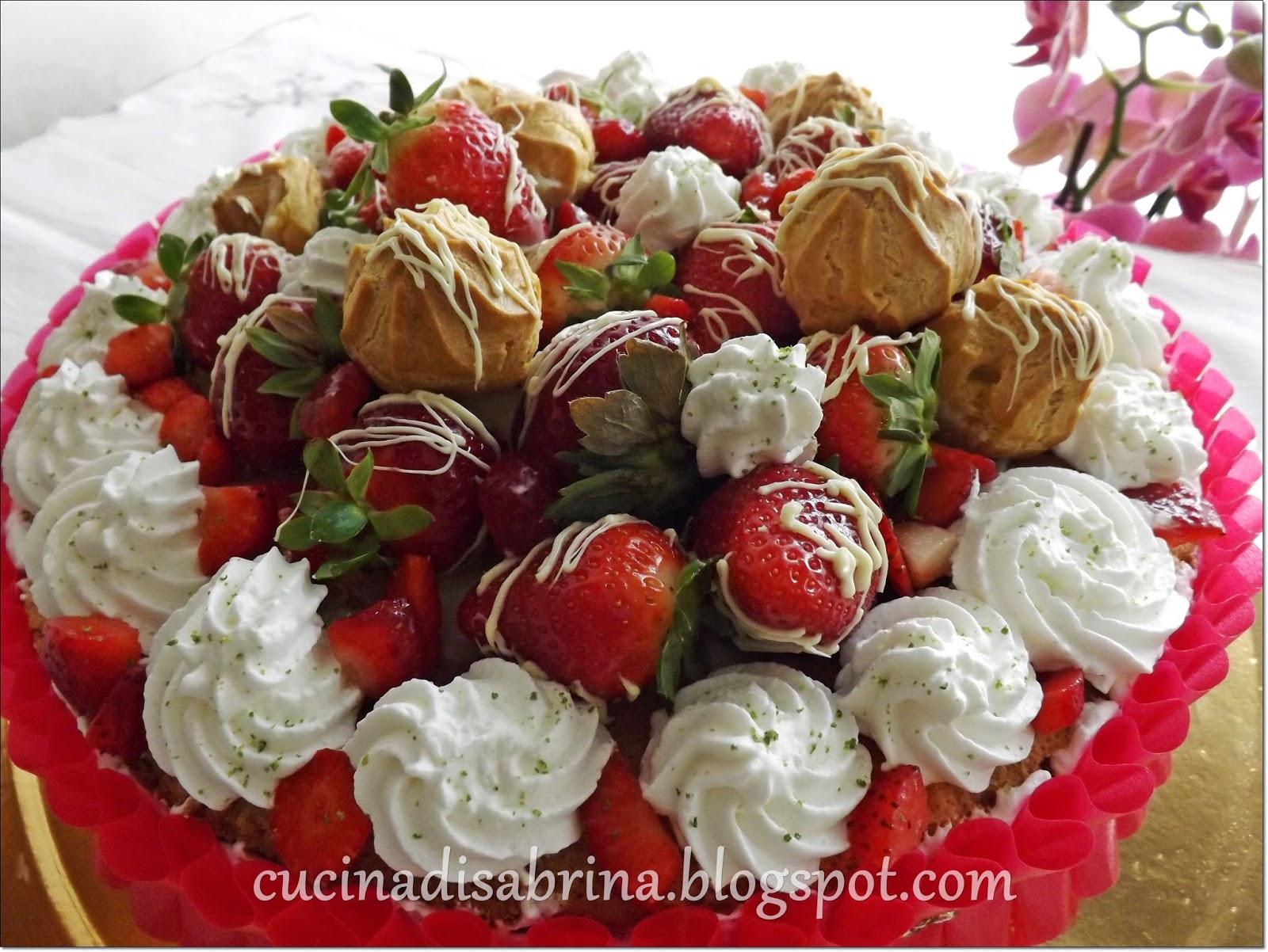 La cucina di sabrina torta di fragole con crema al for Decorazioni torte con fragole e cioccolato