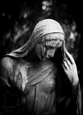 Statue auf dem Waldfriedhof in Stuttgart