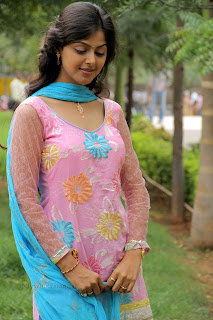 Monal Gajjar latest gorgeous Pictures 010.jpg
