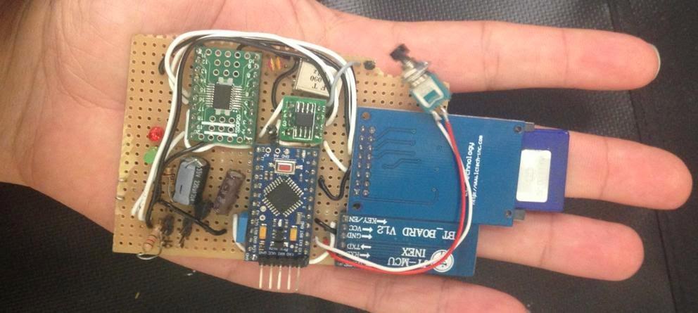 Dos españoles crean un 'gadget' para 'hackear' un coche en cinco minutos