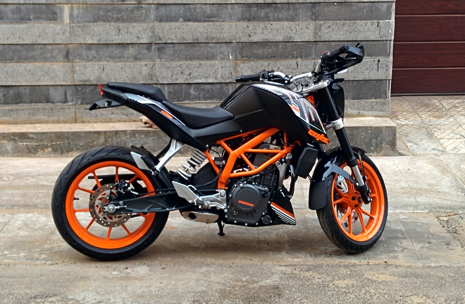 ktm 390 duke india april 2014. Black Bedroom Furniture Sets. Home Design Ideas