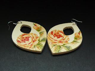 biżuteria decoupage - kremowe kwiaty (kolczyki)