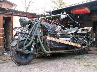 Maior motocicleta do mundo  pesando quase cinco toneladas
