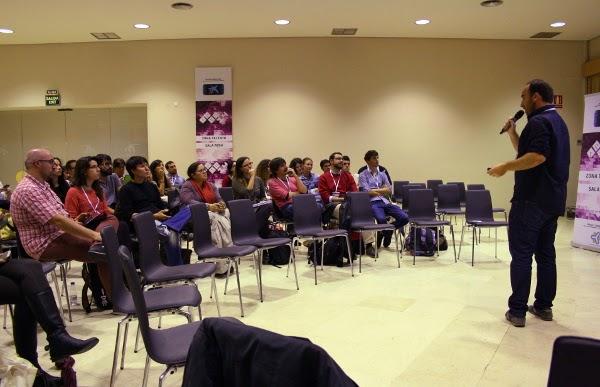 Público en la zona talento, Sala Rosa