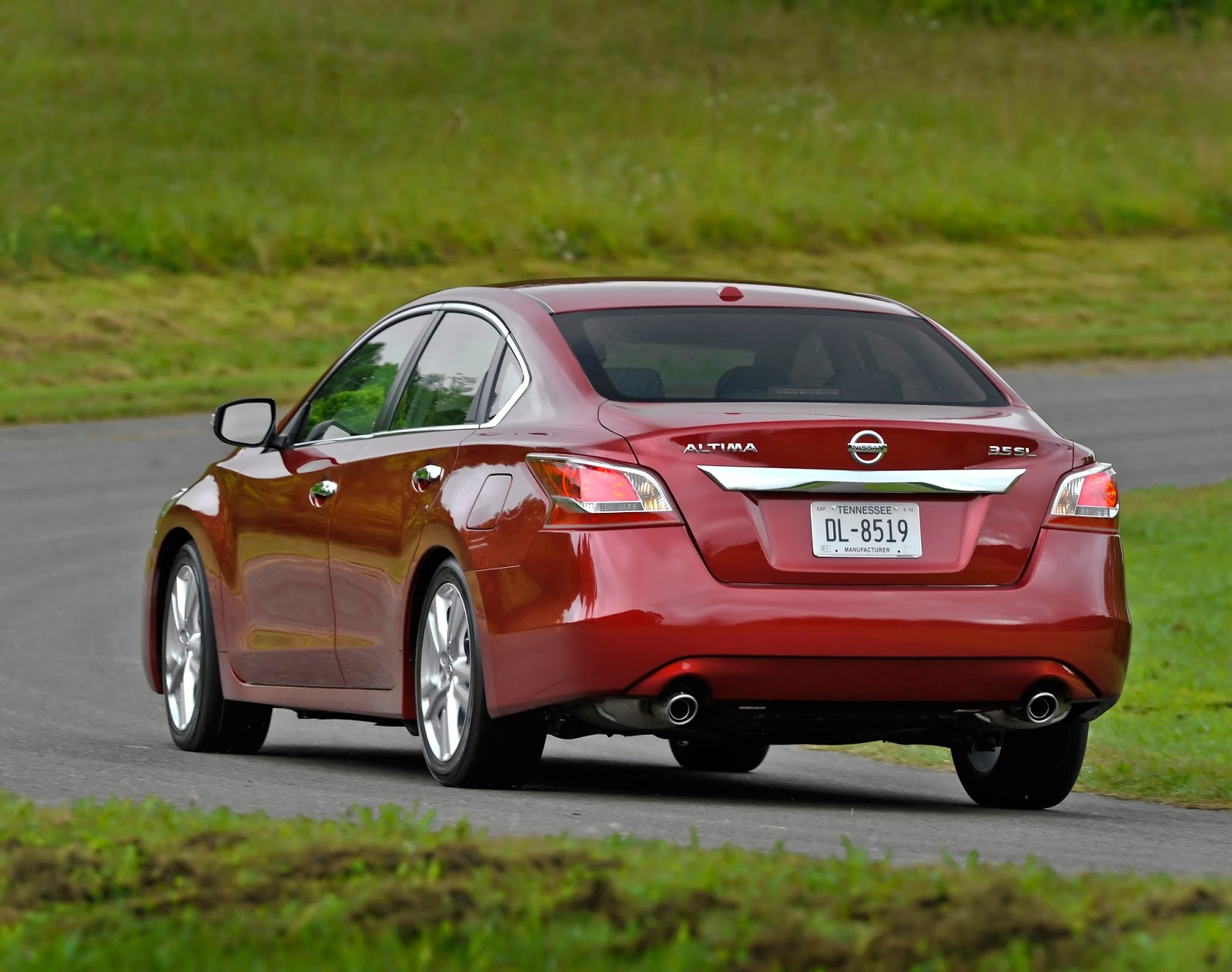 how the 2014 nissan altima 3 5 sl makes family sedan buying hard. Black Bedroom Furniture Sets. Home Design Ideas