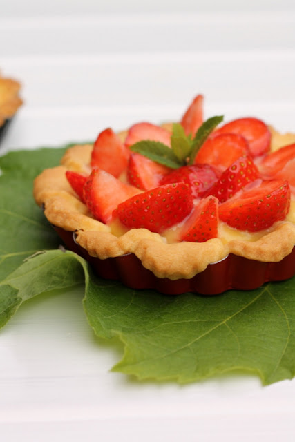 crostatine con fragole e lemon curd