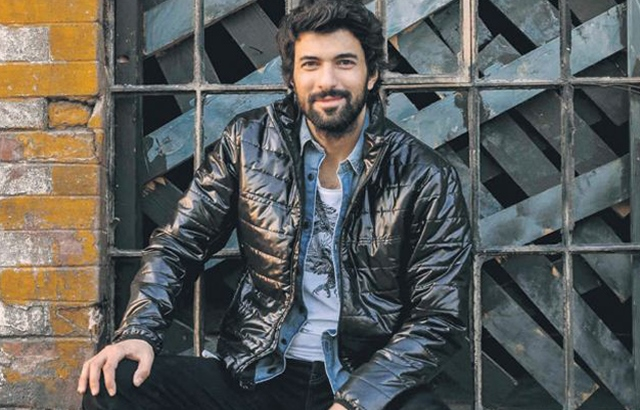 Biodata Engin Akyürek (Omer) Cinta Elif ANTV beserta fotonya