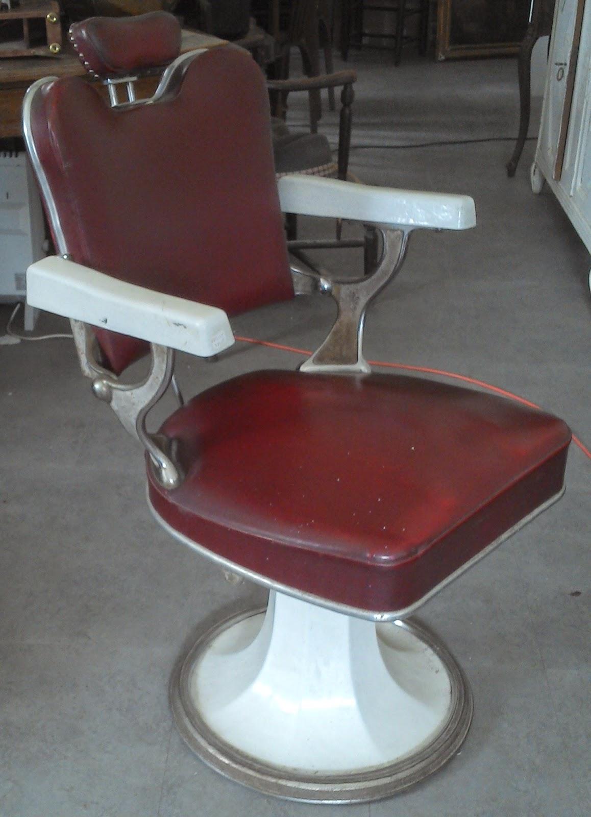 Ancien fauteuil de barbier coiffeur cuir rouge maill - Fauteuil coiffeur ancien ...