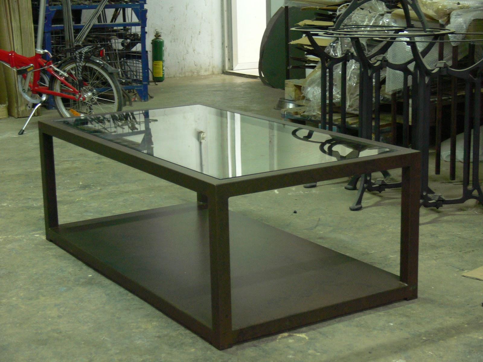 Mesas y sillas en metal de estilo industrial en hierro y - Como hacer una mesa estilo industrial ...