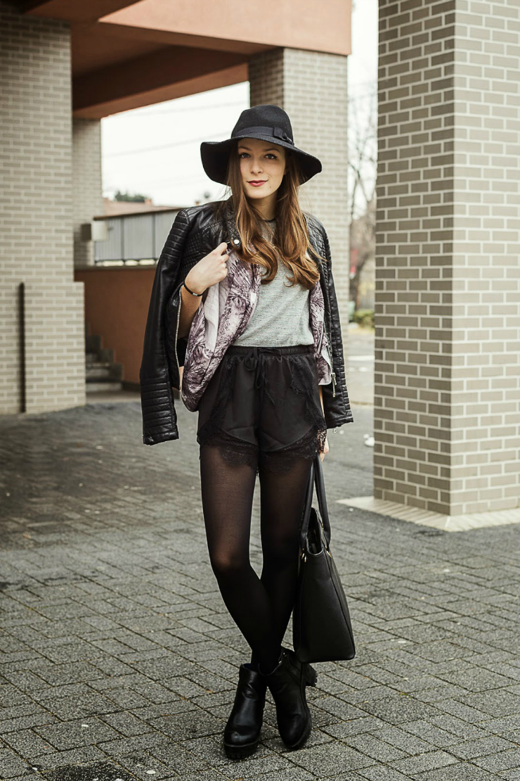 Emma, fashion blogger, wears a black fedora hat and a moto jacket