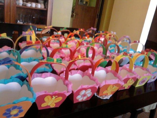 Como hacer canastas de goma eva para cumpleaños - Imagui