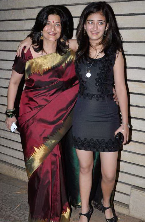 Akshara Hassan and her mother sarika hassan or sarika chaudhary