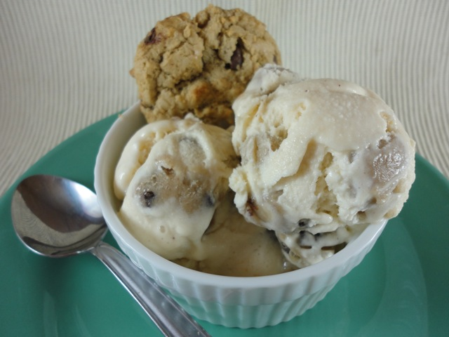 EGGLESS COOKIE DOUGH!!! One of the greatest creations EVER! I found this recipe over at Fake it Frugal and was immediately intrigued.