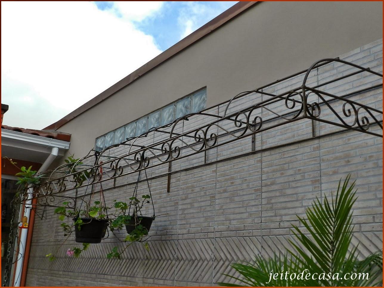 #196DB2 Pintando o pergolado! Jeito de Casa Blog de Decoração 566 Janelas Em Arco De Ferro