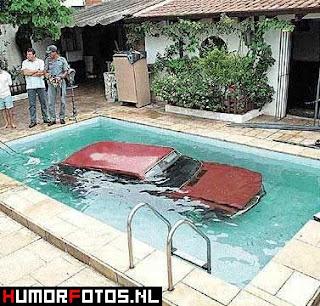 smesne slike auto u bazen