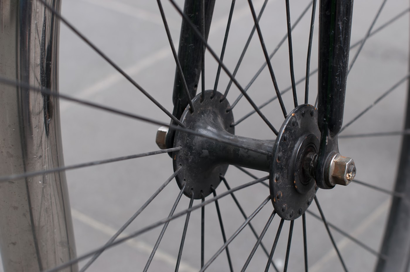 single speed, bike, bicycle, tim macauley, the biketorialist, melbourne, road bike,  bourke st, custom, stealth, black, track frame, swanston St , wheel, spokes