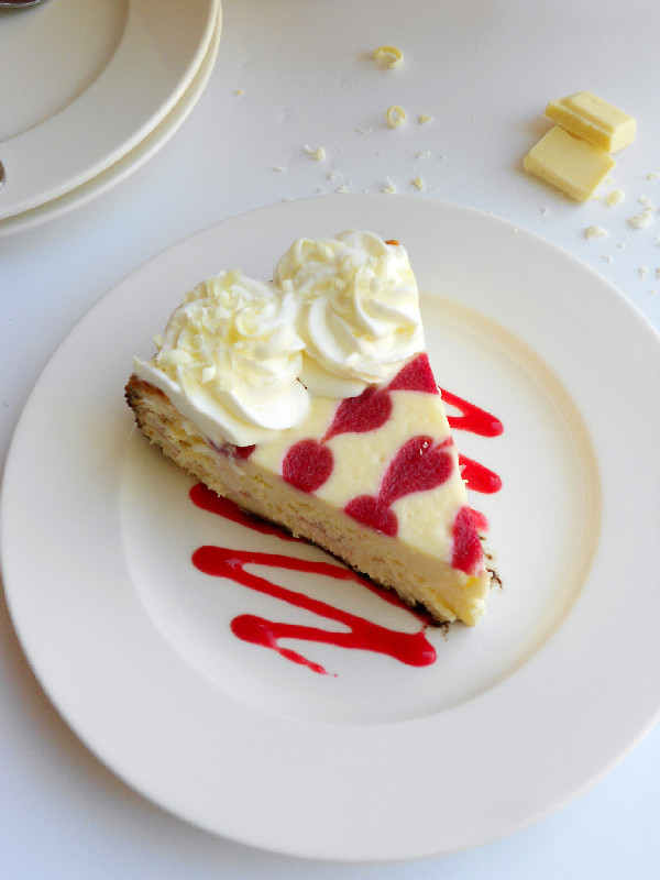 Confessions of a Confectionista: White Chocolate Raspberry Cheesecake