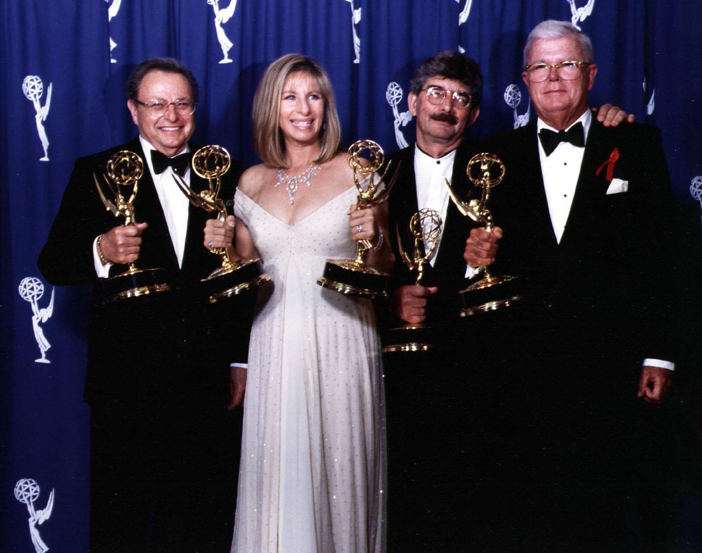 http://2.bp.blogspot.com/-pplI4hND5_4/T5Xy24ZHtqI/AAAAAAAAAPM/ClkVT9iVrIA/s1600/49-Emmys-team.jpg